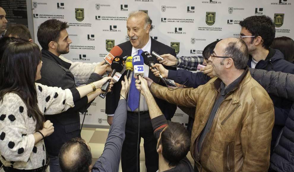 Vicente del Bosque apadrina el 'Banco de botas de fútbol'