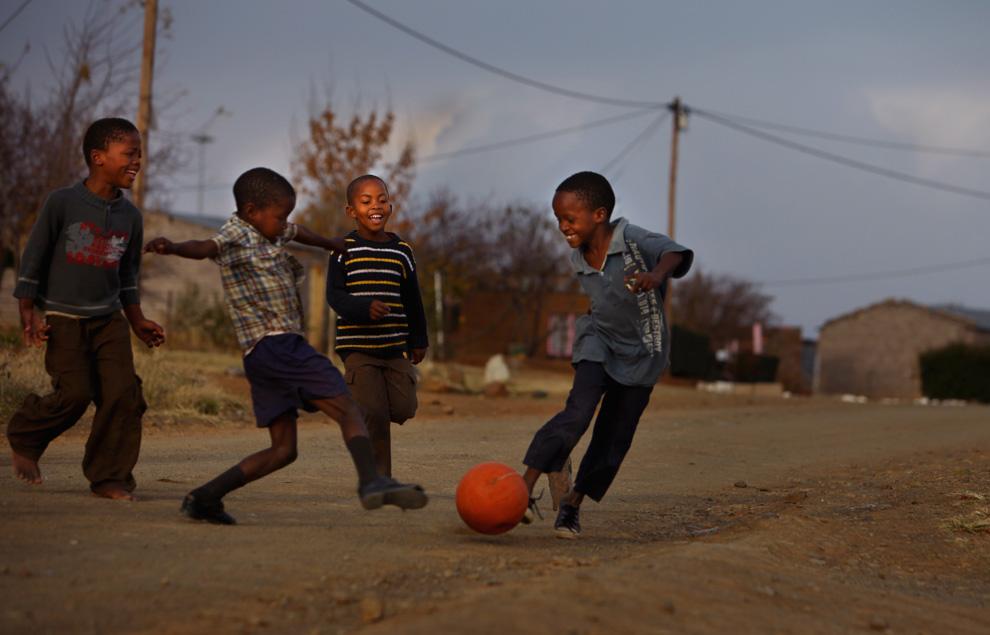 Participa en el Banco de botas y material de fútbol de la Íscar Cup